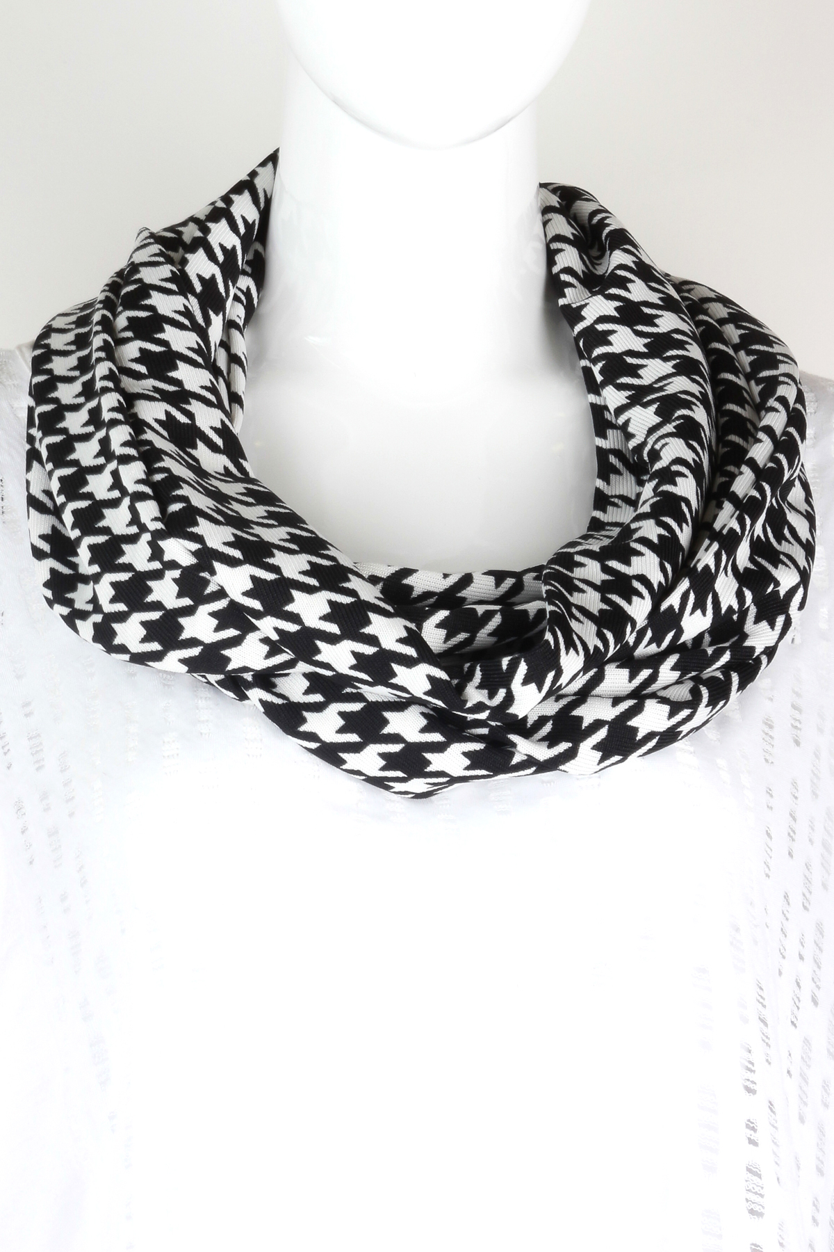 Knitting Pattern For Houndstooth Scarf : Knitted Houndstooth Print Infinity Scarf - Scarves