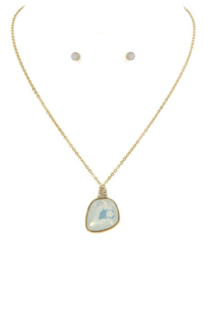 Glass Stone Pendant Necklace